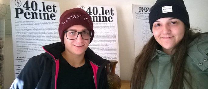 Jana in Kristina z novimi kapami