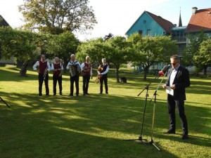 Generalkonsul dr. Anton Novak begrüßte die Gäste zum Weltbienentag